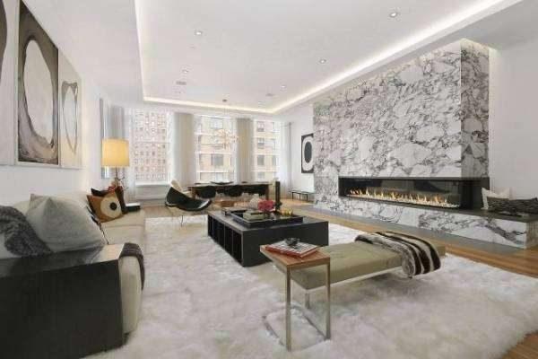 мраморная стенка с камином в интерьере гостиной в стиле хай тек