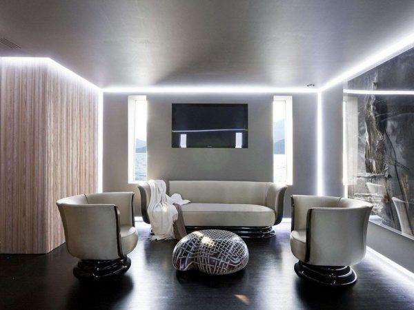 освещение потолочное в интерьере гостиной в стиле хай тек