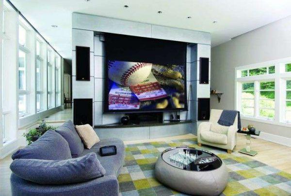 телевизор в центре комнаты хай тек