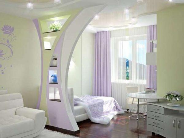 фигурная перегородка в спальне-гостиной