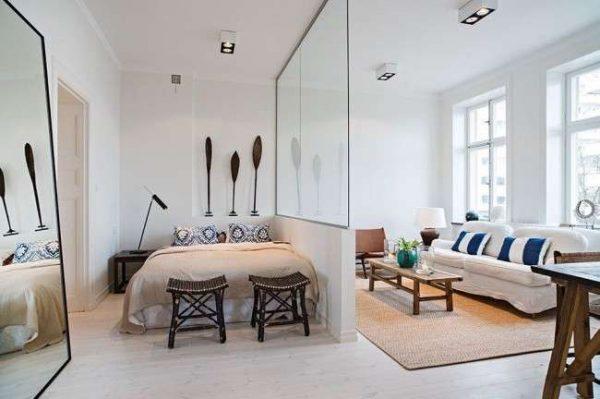 стеклянная перегородка в спальне-гостиной