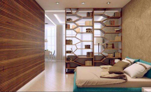 сквозной стеллаж в спальне-гостиной