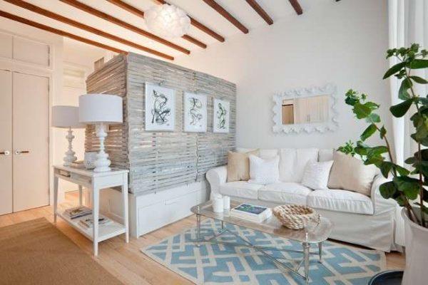 светлый интерьер спальни гостиной