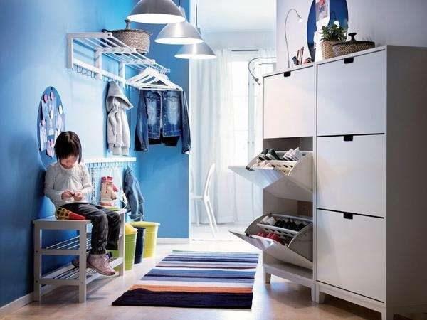 шкафы и освещение в коридоре однокомнатной квартиры