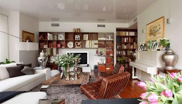 мебель в современной гостиной с библиотекой