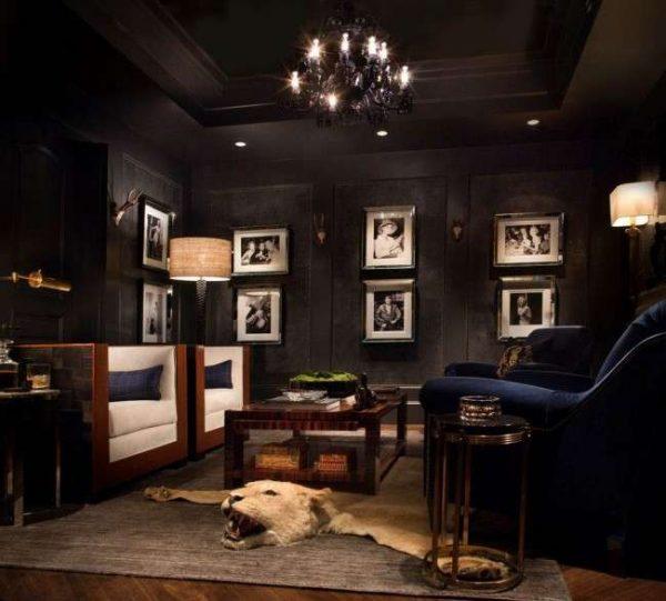 чёрный натяжной потолок в гостиной