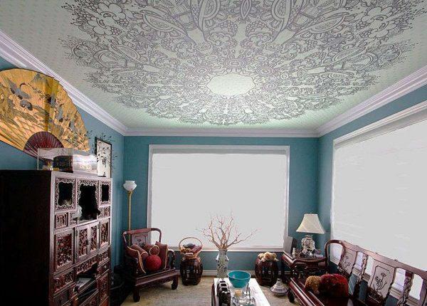 натяжной потолок с фотопечатью в гостиной