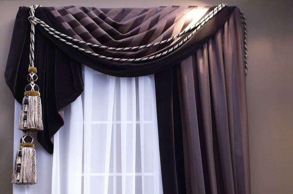 Ламбрекены на одну сторону смотрятся очень изысканно в гостиной