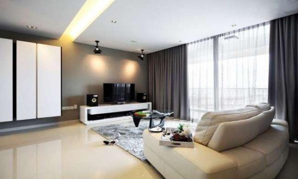 серые шторы с тюлью в интерьере гостиной