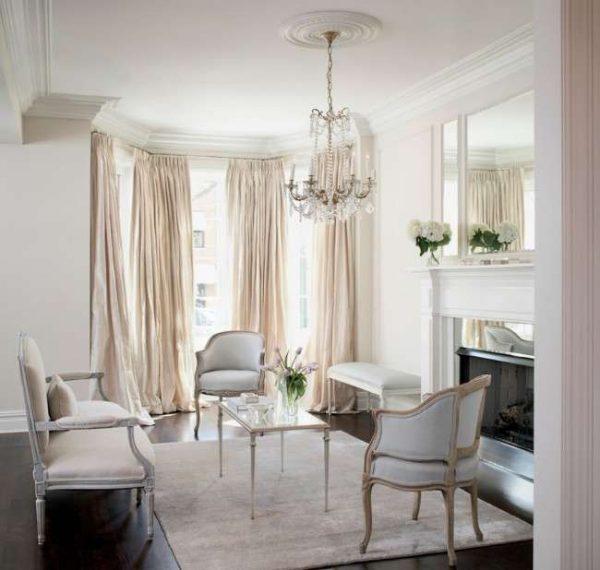 шторы в эркере в интерьере гостиной