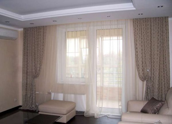 тюль и шторы в современной гостиной