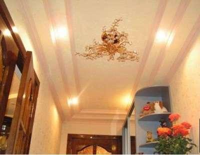 многоуровневый потолок из гипсокартона в коридоре