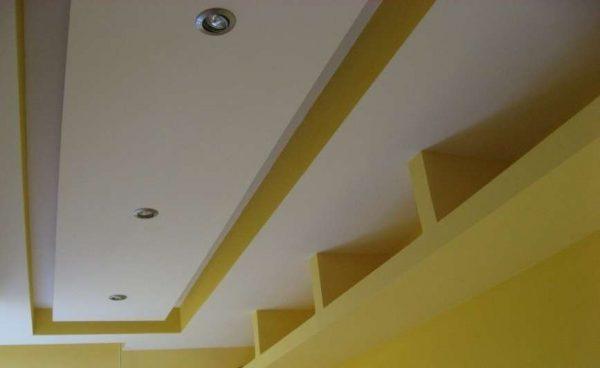 многоуровневый потолок из гипсокартона со встроенным освещением
