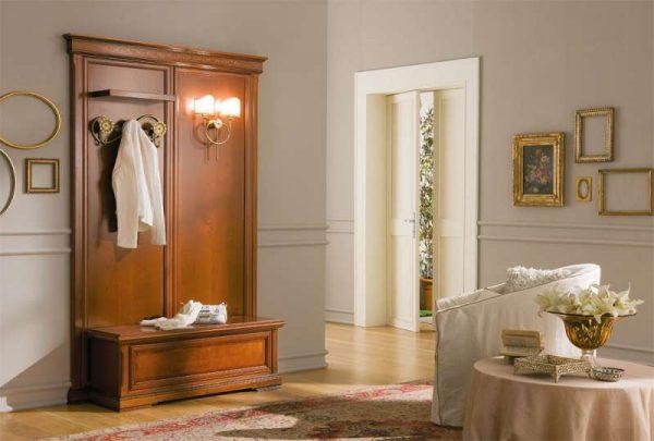 шкаф в прихожей в английском стиле
