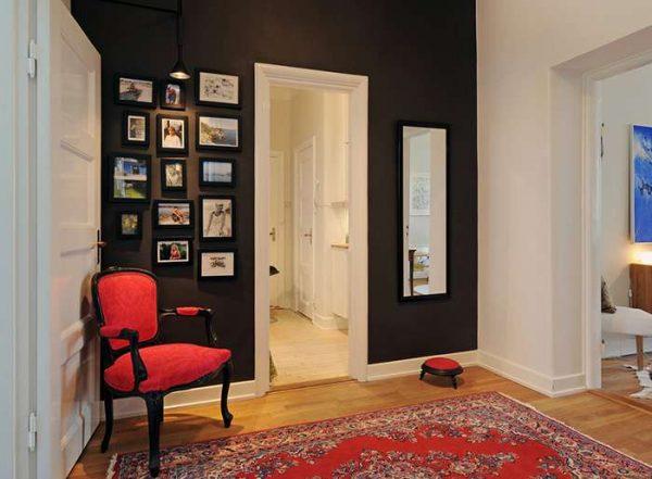 стена шоколадного цвета в прихожей в скандинавском стиле