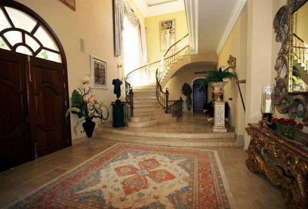 ковёр в прихожей в стиле барокко