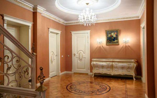 пилястры в прихожей в стиле барокко