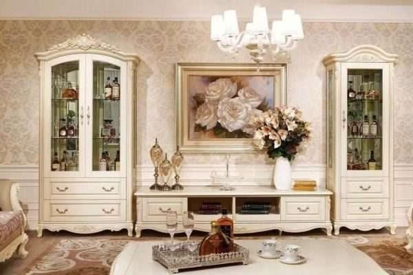 два шкафа с тумбой в гостиной в стиле классика