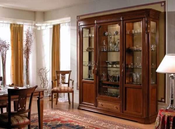 шкаф буфет в гостиной в современном классическом стиле