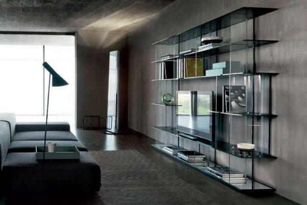 Шкаф в гостиную со стеклянными полками