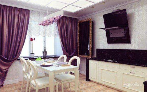 сиреневые шторы у обеденного стола в гостиной