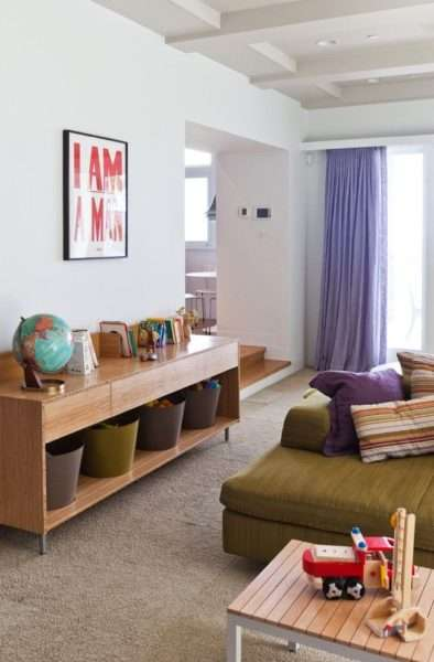 сиреневые шторы в современной гостиной