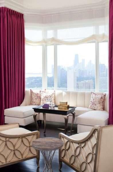 сиреневые шторы в гостиной комнате