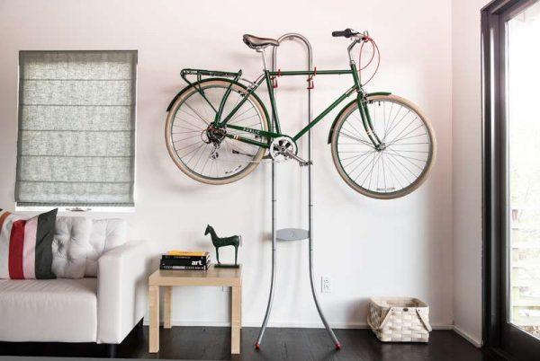 интерьер прихожей в квартире с велосипедом