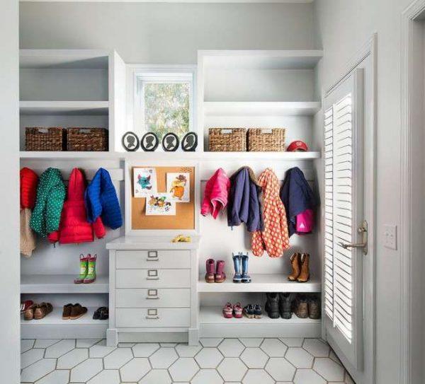 белый шкаф для одежды в прихожую