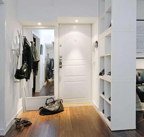 зеркало с подстветкой в коридоре