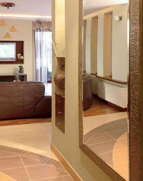 зеркало в прихожей на стене по фен шуй