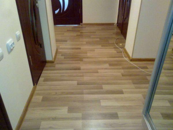 линолеум в коридоре панельного дома