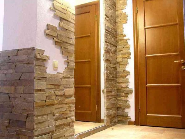 декор плитки в коридоре панельного дома