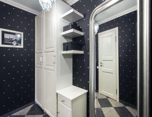 чёрно белый интерьер в коридоре панельного дома
