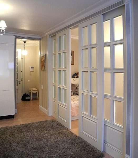 раздвижные двери в коридоре панельнго дома