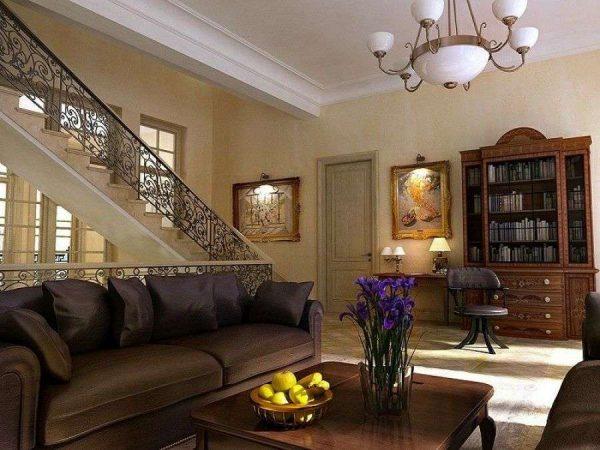просторный холл с лестницей в частном доме