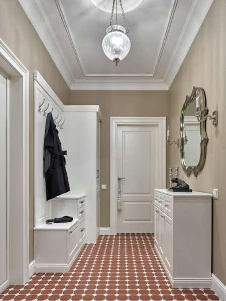 потолок в коридоре в классическом стиле