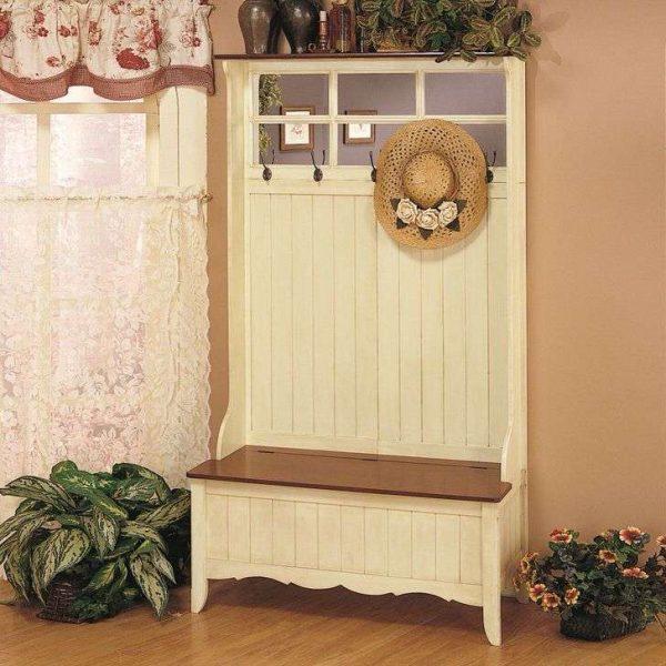 стильный деревянный шкаф в прихожей в стиле кантри