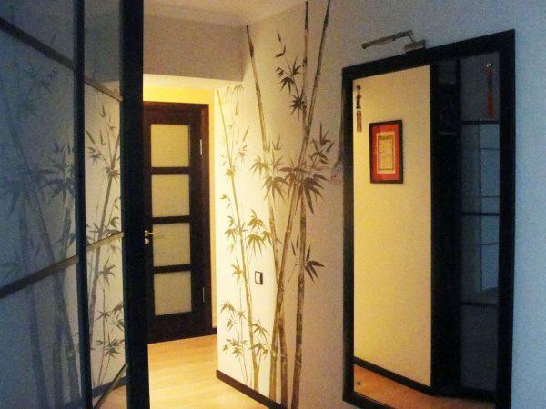 бамбук на стенах прихожей в японском стиле