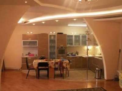 арка сложной формы из гипсокартона на кухню