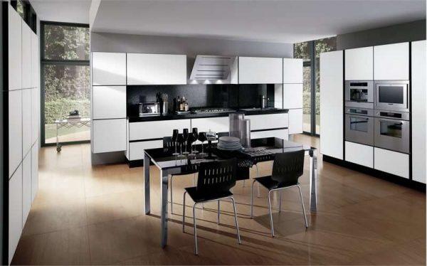 белая кухня с чёрной столешницей в минималистическом стиле