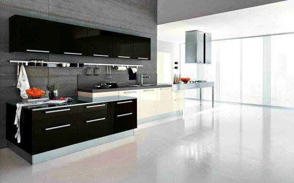 глянцевая поверхность из акрила на чёрно белой кухне