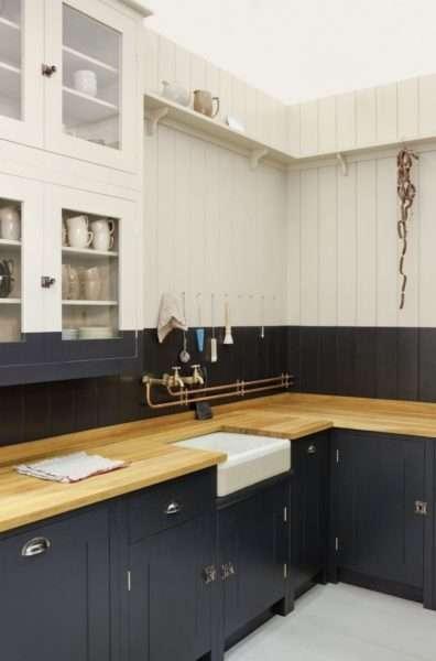 чёрно-бежевая кухня