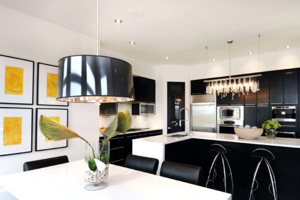 декорирование стен чёрно-белой кухни