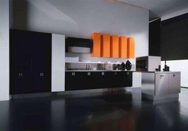 оранжевые шкафы на чёрно-белой кухнt