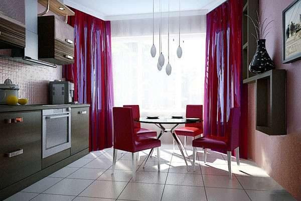 красные шторы и стулья у стола в эркере на кухне