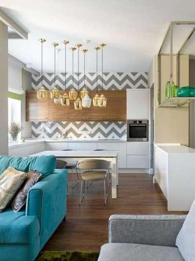 светлый интерьер кухни с голубым диваном