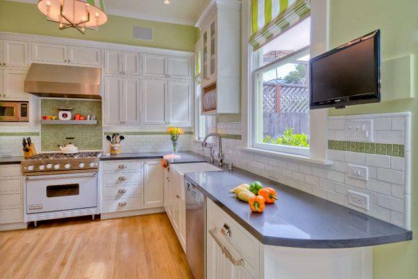бело-салатовый интерьер кухни