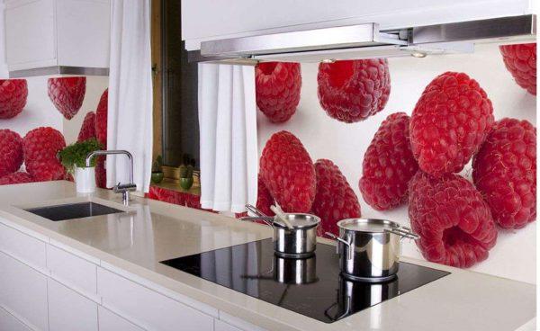 3D фотообои на кухонном фартуке малина