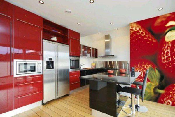 3д фотообои с клубникой в интерьере кухни